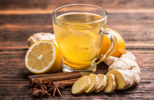 Лимон разжижает кровь: правда ли, что не сгущает, от чего помогает фрукт, может ли нанести вред или нет, как принимать сок из цитруса, с имбирем и корицей, с водой?