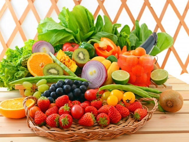 Редиска при грудном вскармливании: можно ли кушать кормящей маме или нет, а именно есть в первый месяц ГВ и в последующие, а также влияние овоща на новорожденного