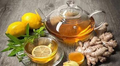При грудном вскармливании имбирь и чай имбирный: можно ли употреблять маме при кормлении грудью, когда нельзя есть, как кормящей матери пить состав с лимоном при ГВ?