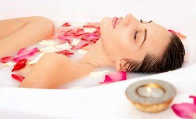 Масло розы эфирное: что это, как сделать, а также свойства и применение натуральных средств из лепестков цветка в косметологии для лица, польза для волос, кожи тела