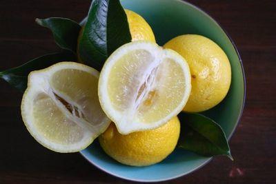 Цедра лимона: что это такое, можно ли есть шкурку и каковы её свойства, а именно польза и вред, как получить, чем снять и натереть корку, а также фото кожуры