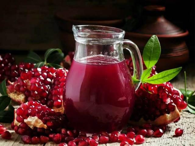 Гранатовый сок для мужчин: польза и вред, состав и действие на организм, а также как приготовить и выбрать в магазине, чем опасен и когда противопоказан?