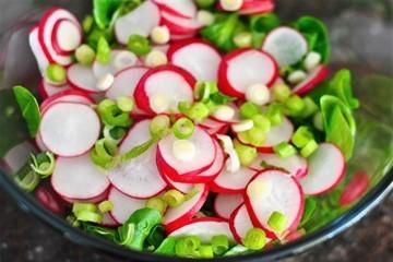 Гликемический индекс редиса (ГИ) и употребление овоща при сахарном диабете 1 и 2 типа: можно ли есть, как кушать и польза и вред применения при болезни, рецепты