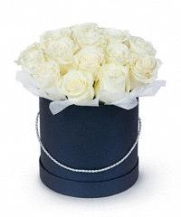 Букет с амариллисом: в комбинациях из каких растений составляются композиции, как продлить жизнь цветка после срезки и примерные цены с фото