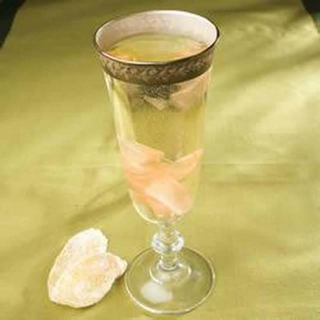 Рецепты настоек из имбиря и отваров: от чего помогают напитки с корнем растения в основе, как сделать с лимоном и медом, как приготовить на коньяке и водке?