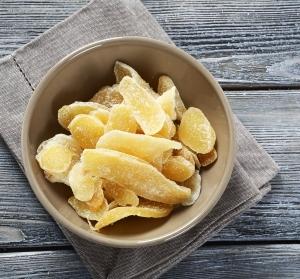 Имбирь в сахаре: чем полезен, имеет ли вред и противопоказания, как сделать в домашних условиях и употреблять, свойства, калорийность на 100 грамм, рецепты
