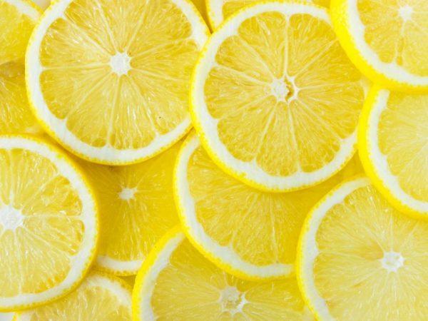 Лимон: калорийность, БЖУ, химический состав и какие содержатся вещества, кроме витамина С, сколько ккал в 100 грамм мякоти и сока, ощелачивает или окисляет организм?