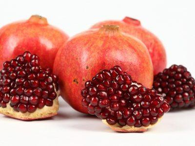Как чистить гранат: пошаговая инструкция, как правильно, быстро, легко и красиво открыть фрукт, в том числе в воде без брызг и для букета, а также фото и лайфхаки