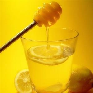 Редька с мёдом от кашля и иных недугов: в чем польза и вред, помогает ли, если пить сок овоща при бронхите, по каким рецептам приготовить, как сделать и принимать?